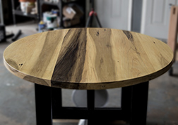 Round poplar table with black base